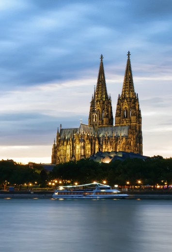 View of the bridge and cathedral in Cologne
