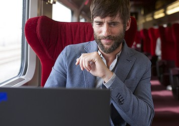 Person on a Thalys train with a laptop